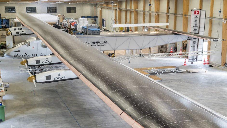 Švýcaři představili Solar Impulse 2, letoun na solární pohon.