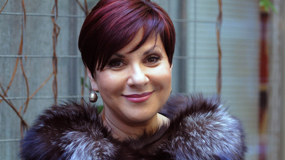 """Svoje první auto operní pěvkyně Dagmar Pecková """"napálila"""" do stromu poblíž Terezína."""