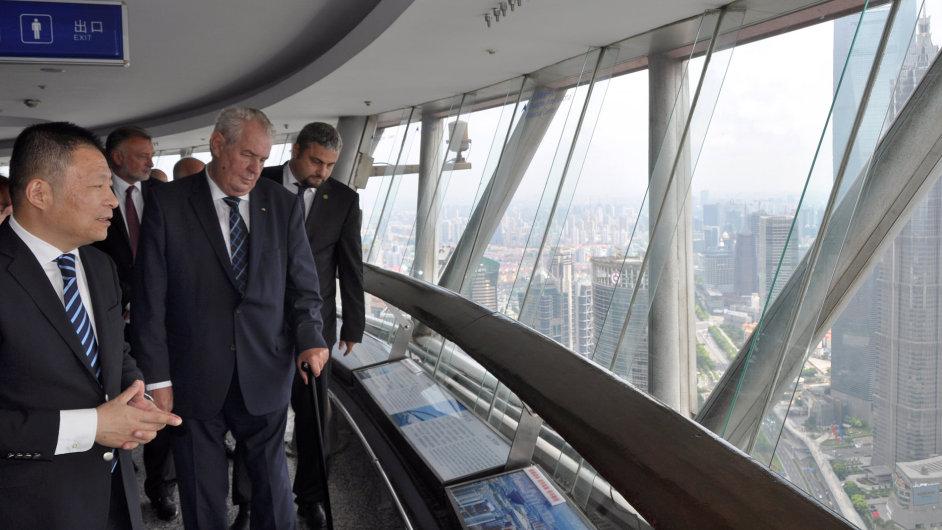 Prezident Miloš Zeman navštívil v sobotu televizní věž v Šanghaji.