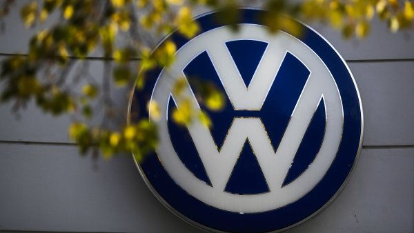 Volkswagen �et�� pen�ze na �hradu �kod kv�li skand�lu s emisemi - Ilustra�n� foto.