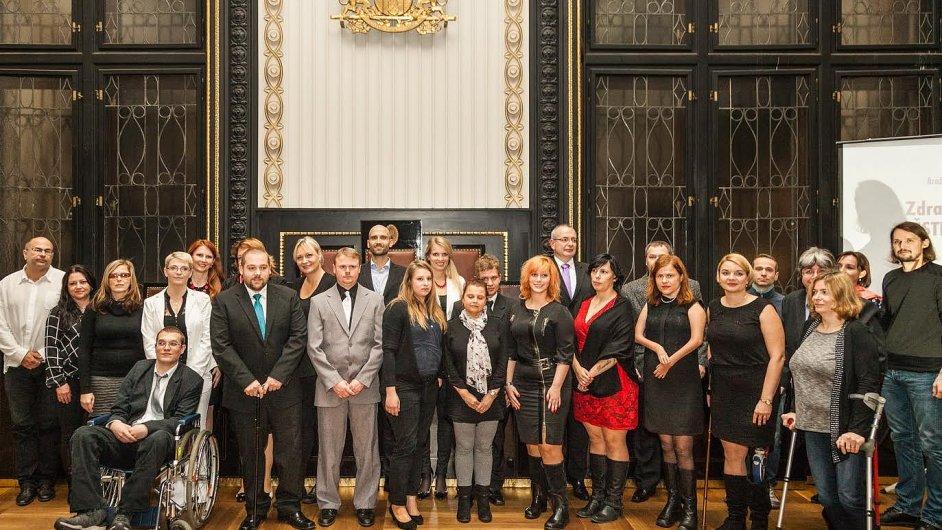 Finalisté soutěže Zdravotně postižený Zaměstnanec roku (Jiří Hádek v modré kravatě, Miloslav Kodeš v šedém obleku)