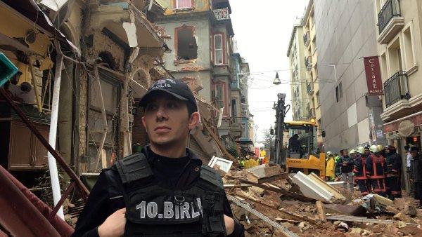 V centru Istanbulu se zřítily dvě budovy.