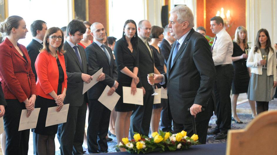 Prezident republiky Miloš Zeman jmenoval 10. března v Praze 35 soudců obecných soudů České republiky.