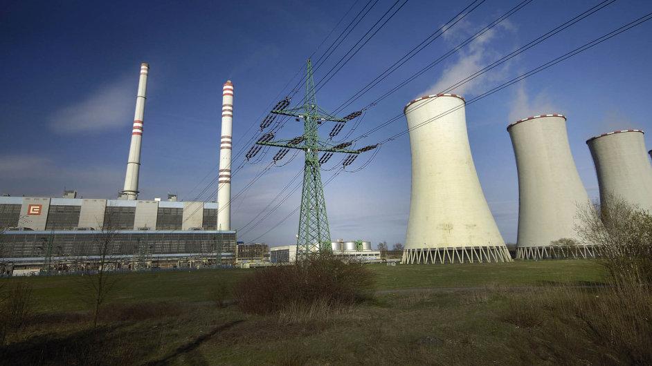 Pokles cen elektřiny tlačí na cenu akcií elektrárenské společnosti ČEZ (na snímku elektrárna Dětmarovice). Stále ale zůstávají atraktivní díky dividendám.