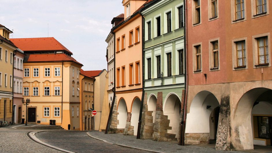 Bydlení aprestiž:Vlastní bydlení Češi vnímají jako důkaz vyšší životní úrovně, pronájem jako dočasné řešení.