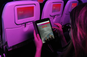 Zábavě v letadlech vládne wi-fi a telefony s tablety. V budoucnu bude možné ve vzduchu sledovat i Youtube