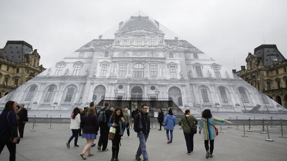 Francouzi znovu otevřeli muzeum Louvre.