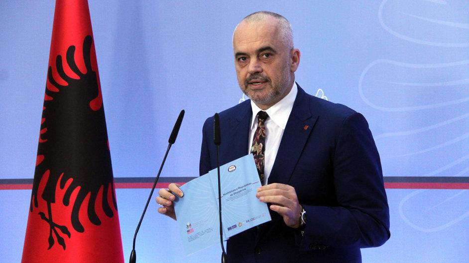 Albánský ministerský předseda Edi Rama během konference potvrzuje reformu soudnictví.