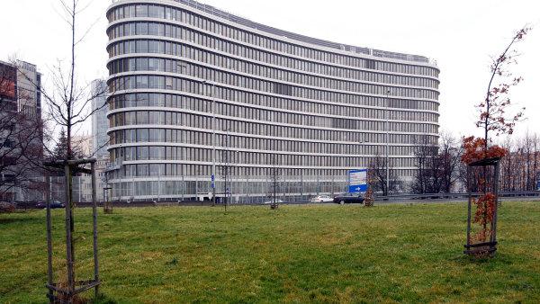 Advokátní kancelář Schönherr radila Erste Group Immorent při prodeji jedné znejvýraznějších kancelářských budov vPraze, Enterprise Office Center (na snímku).