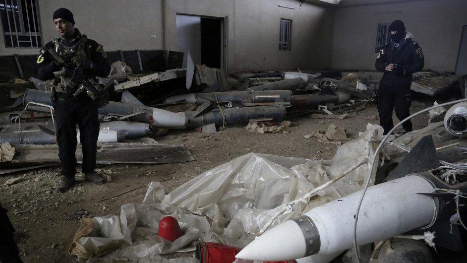 Vládní síly našly v Mosulu bojové chemikálie a ruské rakety.