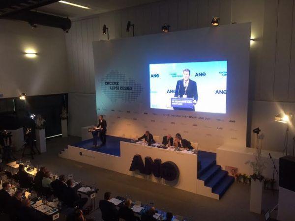 Podnikatel Petr Morcinek hovoří na sjezdu ANO