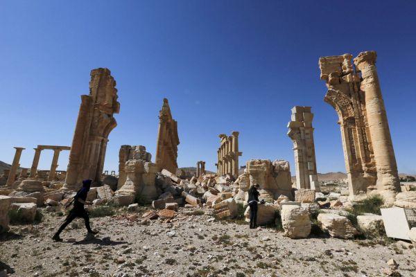 V květnu syrské jednotky za pomoci Ruska získaly kontrolu nad historickým městem Palmýra. A našly tu antické památky poničené řáděním islamistů.