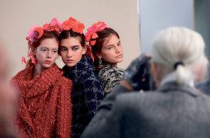 Svět žen, jemuž vládnou muži: Navštívili jsme ateliéry módního domu Chanel