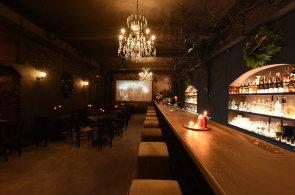 Zápisky protivného hosta: Hororový pražský bar doplňuje strašidelný dům Fear House