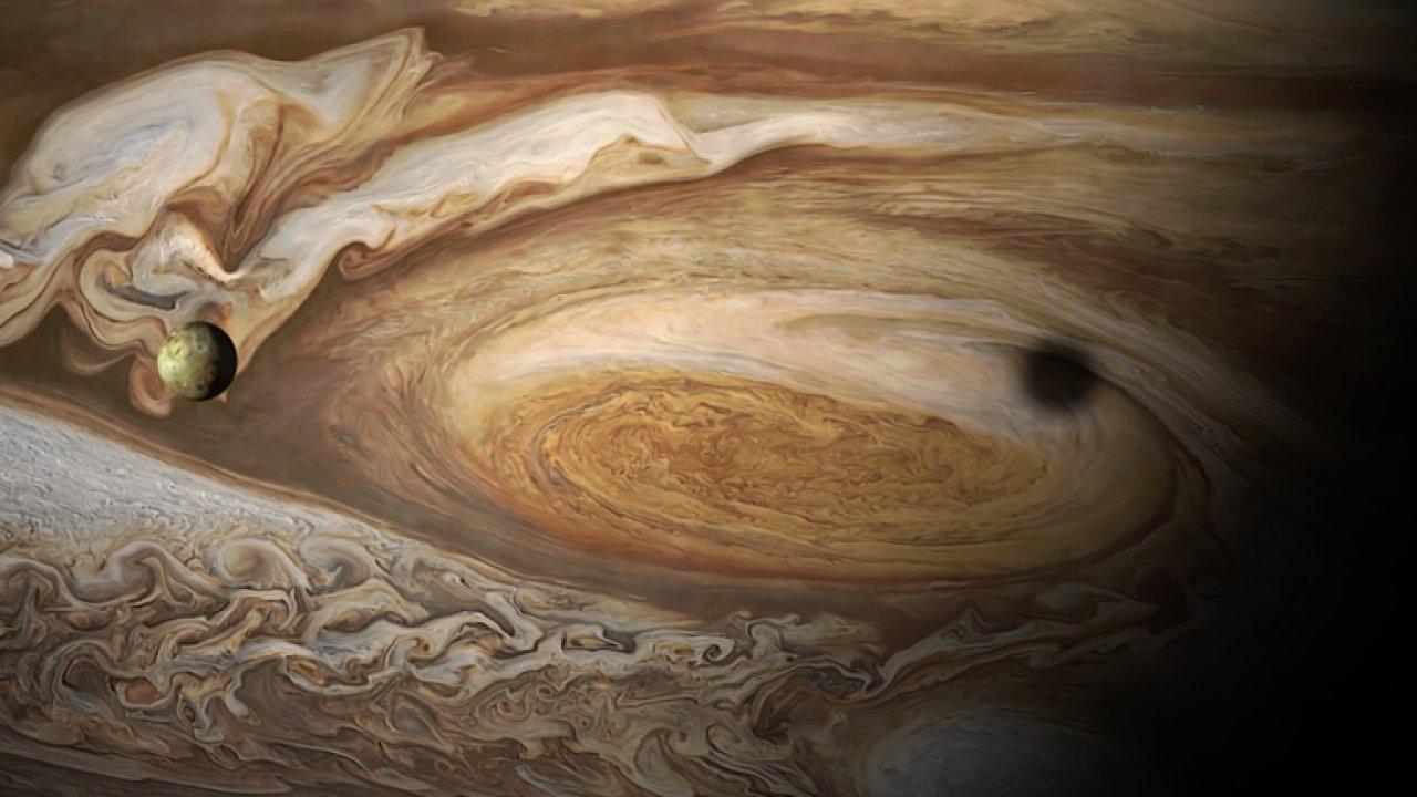 Sonda Juno vyfotila gigantickou bouři na Jupiteru