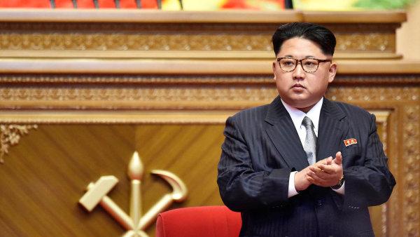 Severní Korea pohrozila, že do poloviny srpna připraví plán pro raketový útok na americký ostrov Guam.