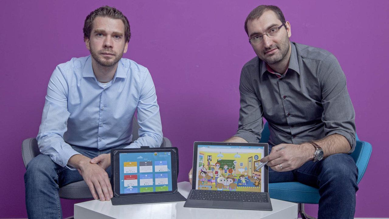 Michal Zwinger (zleva) a Michal Hudeček prožívají ve školách se svou aplikací Včelka velký boom.