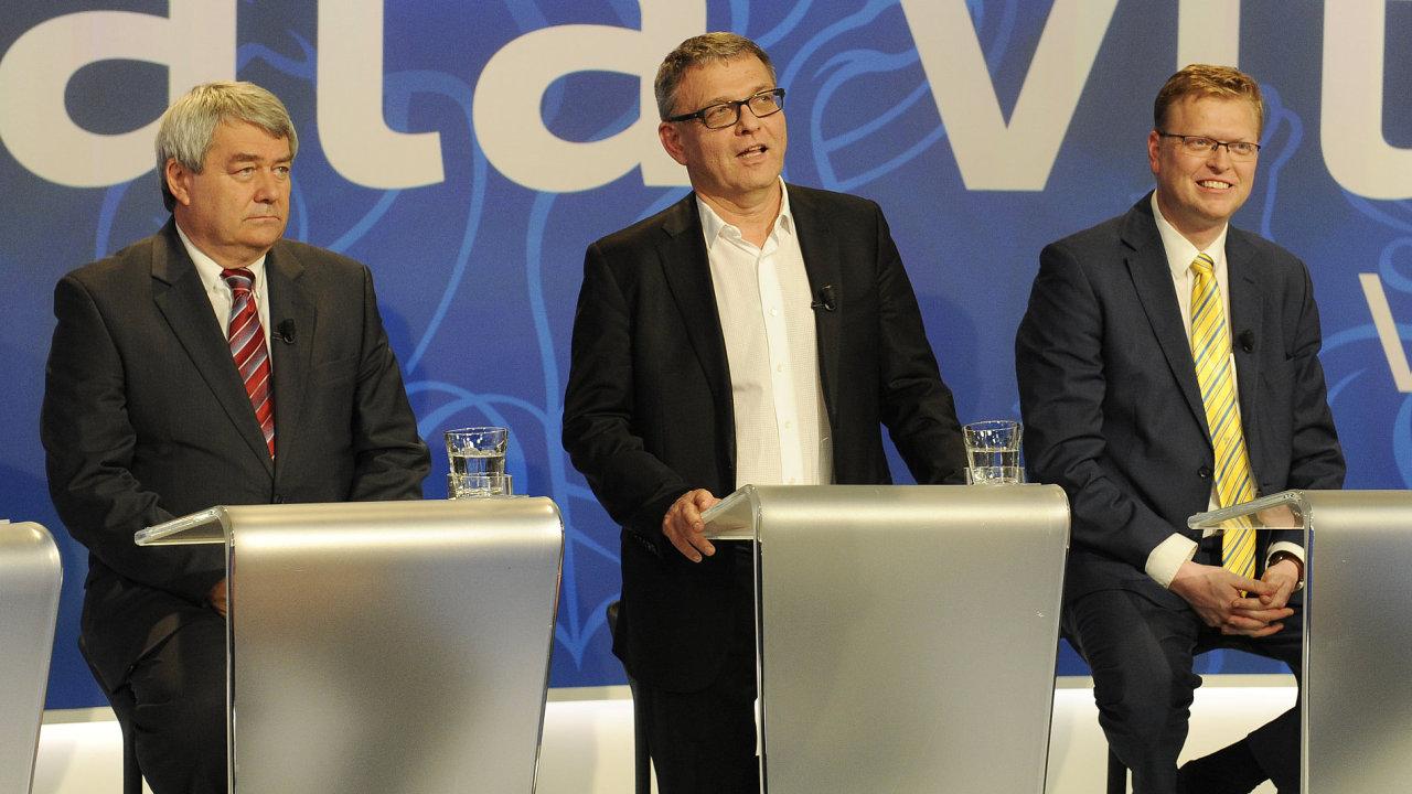 Zleva předseda KSČM Vojtěch Filip, volební lídr ČSSD a ministr zahraničí Lubomír Zaorálek a předseda KDU-ČSL Pavel Bělobrádek.
