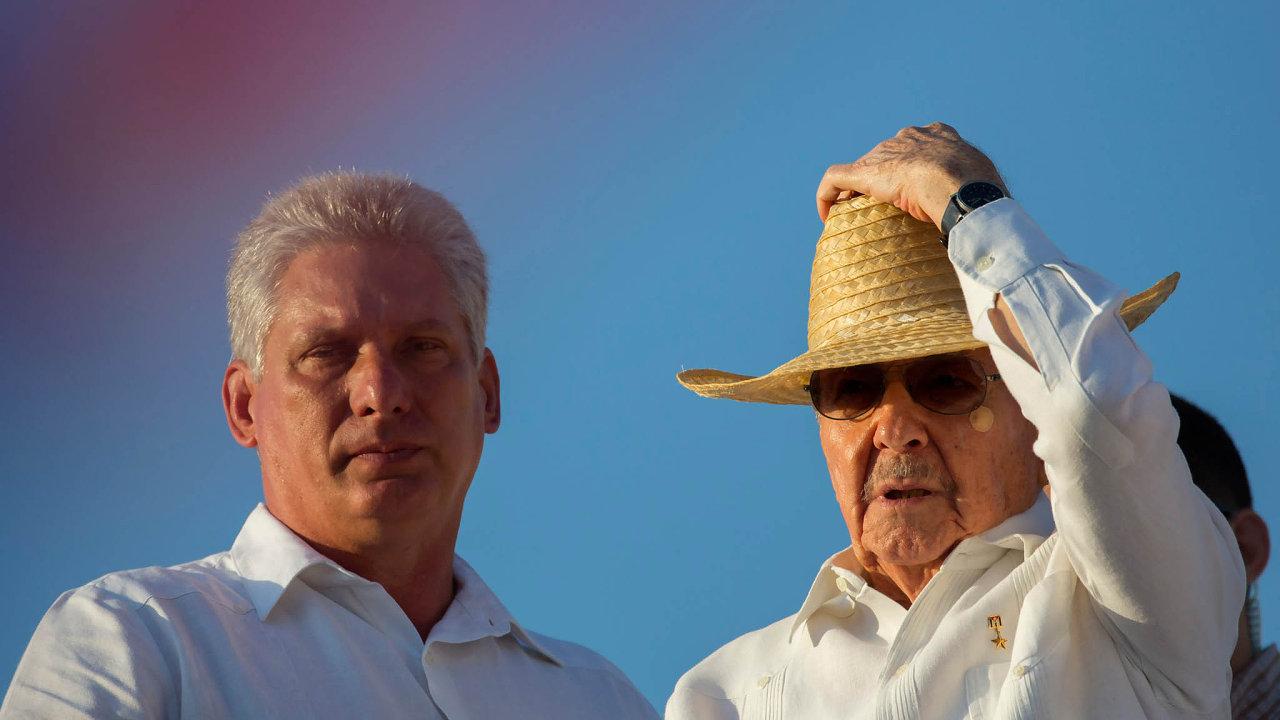 Končí v čele státu. Raúl Castro (vpravo) se oficiálně stal prezidentem vroce 2008. Nyní ho má nahradit jeho viceprezident Miguel Díaz-Canel, řečený Miguelito.