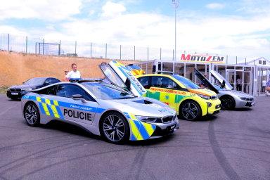 České policejní BMW i8, ve kterém havaroval hradní protokolář, hlídkuje a měří rychlost také za hranicemi v Německu