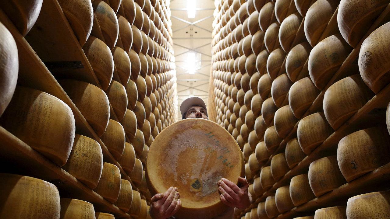 Italská vláda hlásí, že chce více chránit typické domácí výrobky. Třeba parmezán zModeny.