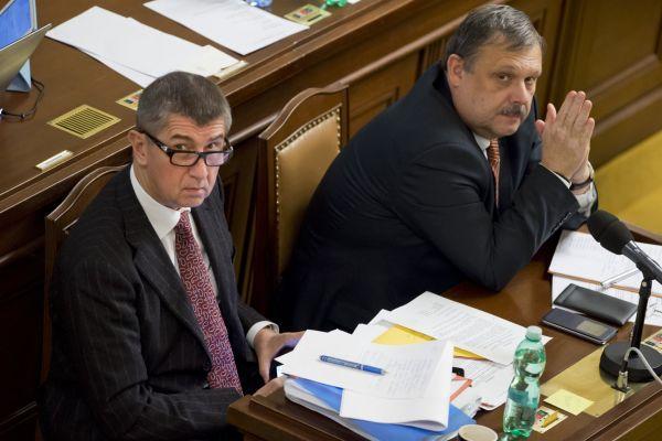 Ministr financí Andrej Babiš a předseda sněmovního rozpočtového výboru Václav Votava na jednání Poslanecké sněmovny.