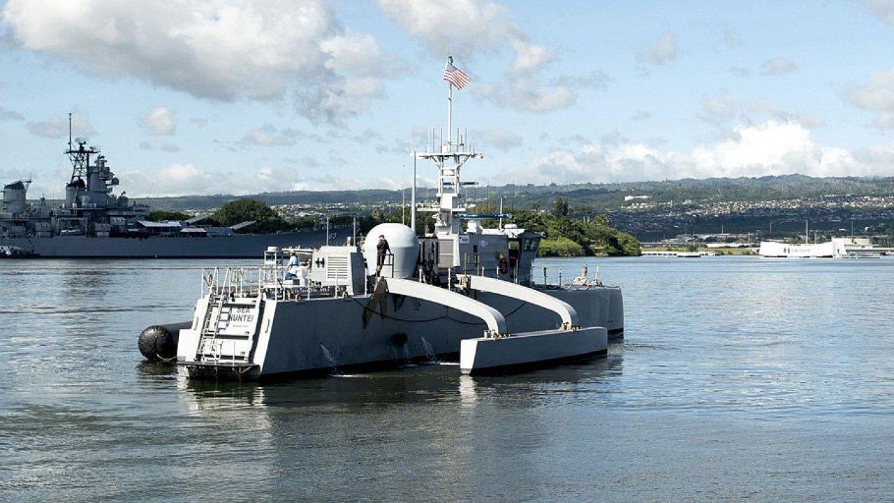 Prototyp katamaranové lodi typu MDUSV Sea Hunter.