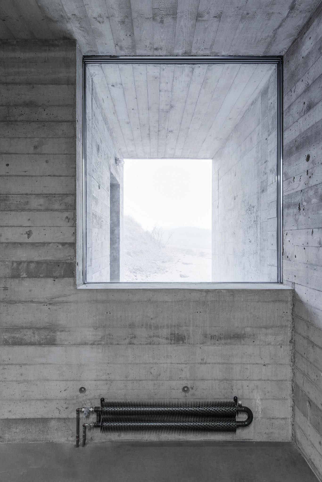 Při rekonstrukci bylo využito převážně tří materiálů: modřínového dřeva, nerezového plechu apohledového betonu.
