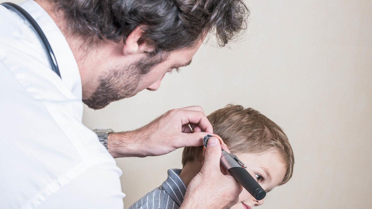 Bolest nepočká: Zánět středního ucha, častá dětská nemoc, která uvelké části znich propuká právě vnoci avyžaduje cestu k lékaři.