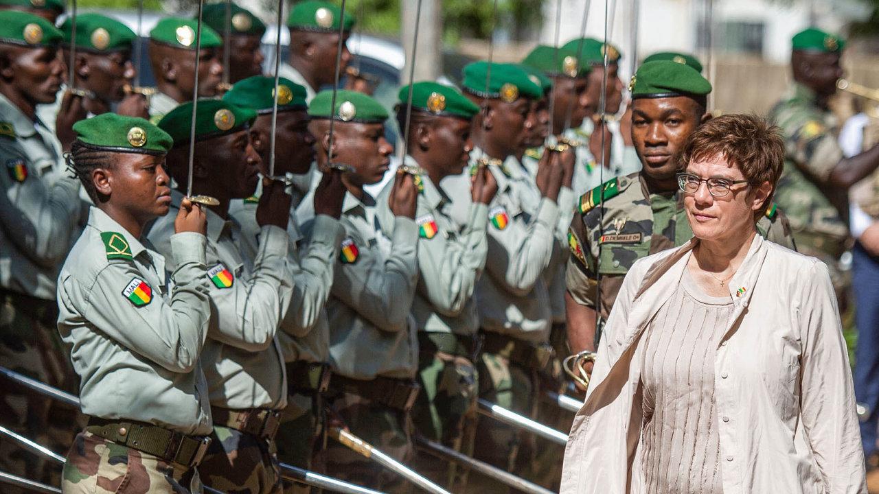 Velí armádě: AKK se snaží být více vidět vcizině. Tento týden navštívila Mali, kde se Německo podílí navýcviku tamní armády.