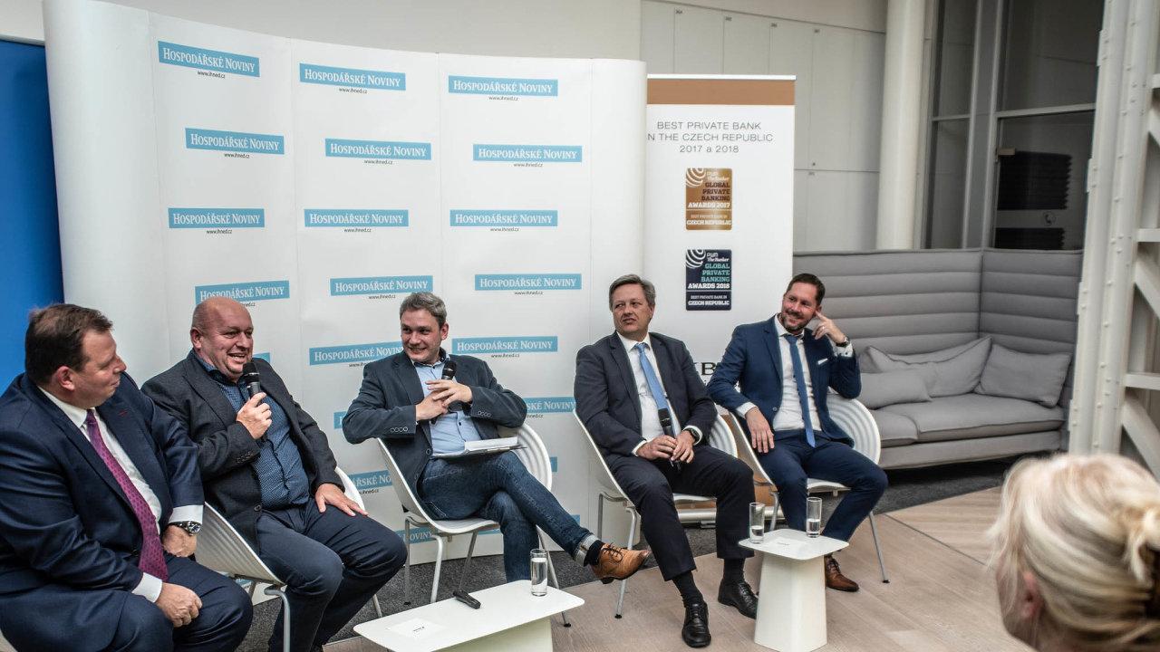 Účastníci debaty Jak prodat firmu - zleva: Igor Mesenský, Radim Jasek, Petr Kain, Tomáš Lánský, Martin Andraško.