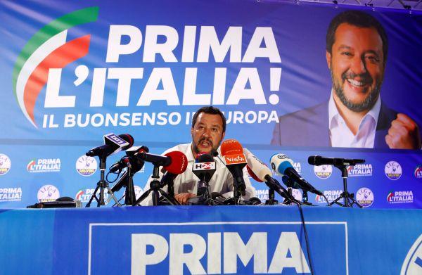 Italský politik Matteo Salvini vyšachoval sám sebe z vlády, nový kabinet pak dojednal věci, které se Salvinimu nedařily.