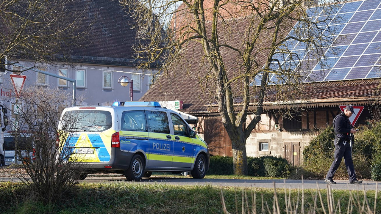 Z německého města Rot am See je hlášena střelba, při které podle magazínu Focus zahynulo šest lidí.