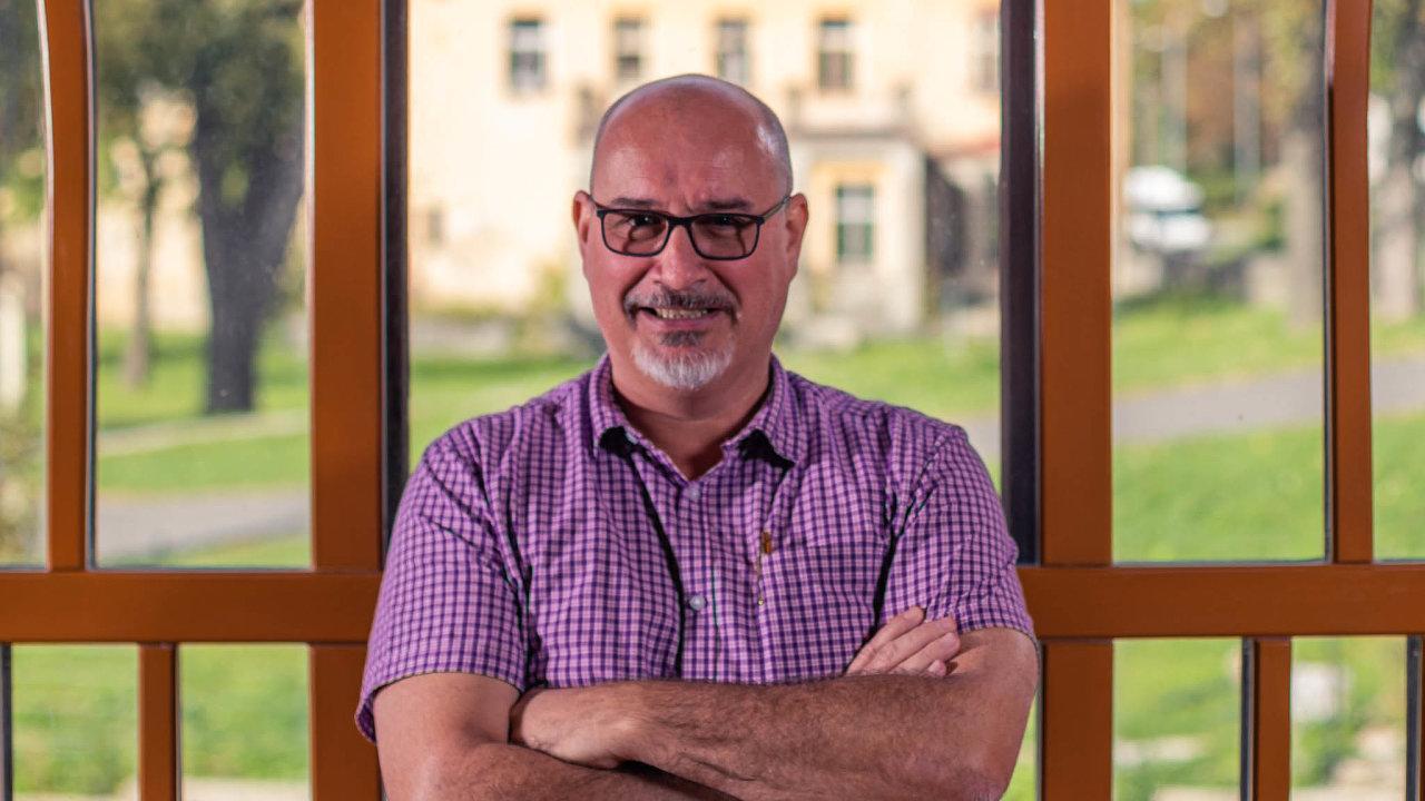 Hoteliér z Pradědu. George Kenton po zkušenostech z ciziny rozjel hotel v Česku teprve nedávno a opatření kolem koronaviru mu komplikují byznys.