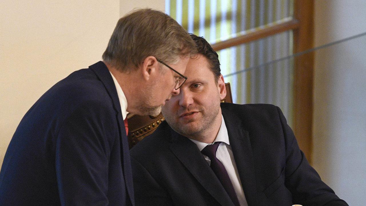 Šéfové ODS Petr Fiala (vlevo) asněmovny Radek Vondráček zANO najedné zposledních březnových schůzí. Při té úplně poslední, 24. března, už jednali vezrychleném režimu asrouškami.