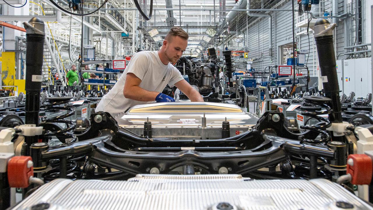 Automobilky vdubnu vcelé Evropské unii prodaly jen něco málo přes čtvrt milionu vozů, meziročně téměř oosmdesát procent méně.