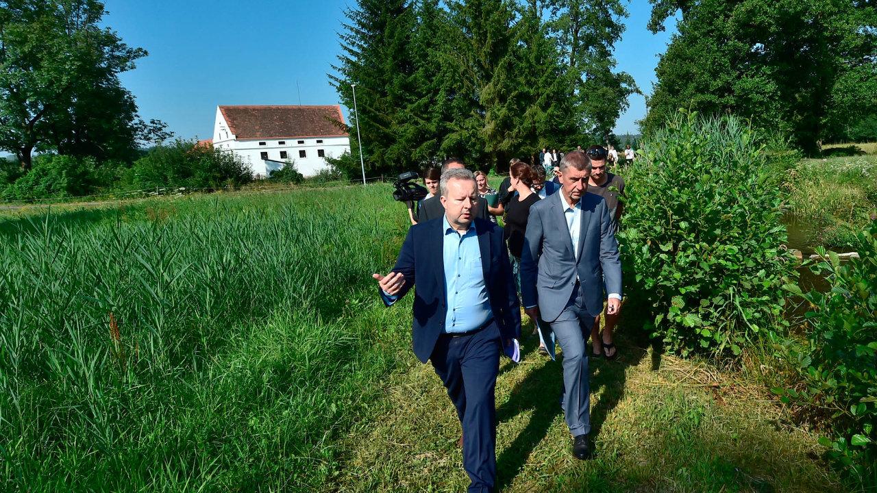 Zeurofondů může mít Česko desítky miliard korun třeba naboj se suchem. Ministr životního prostředí Richard Brabec (vlevo) potvrzuje, že se Česko hlásí kboji proti zhoršování životního prostředí.