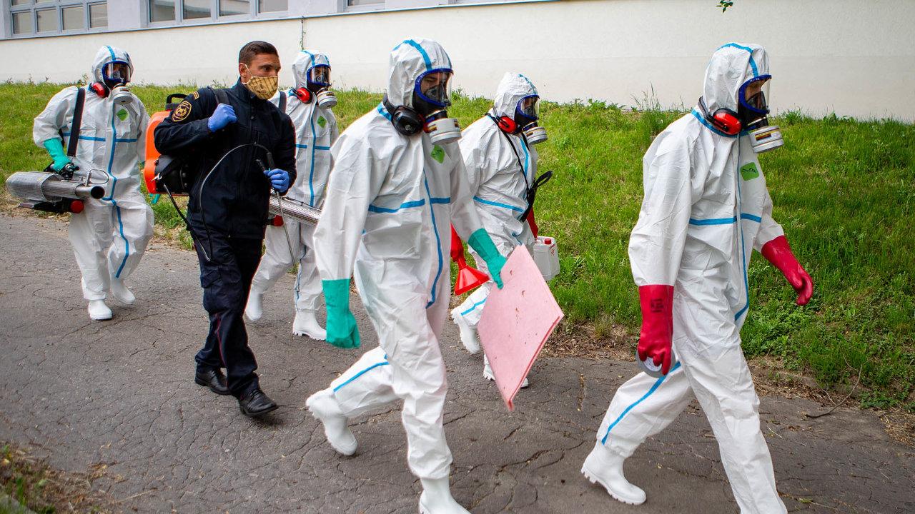 Ohnisko na Karvinsku: Hasiči dezinfikovali 23. května 2020 prostory Základní školy Generála Svobody v Havířově na Karvinsku.