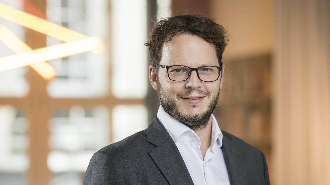 Max J. Zenglein se vberlínském think-tanku Merics zabývá čínskou ekonomikou, mezinárodním obchodem ahospodářským vztahem mezi Čínou, Hongkongem, Macau aTchaj-wanem.