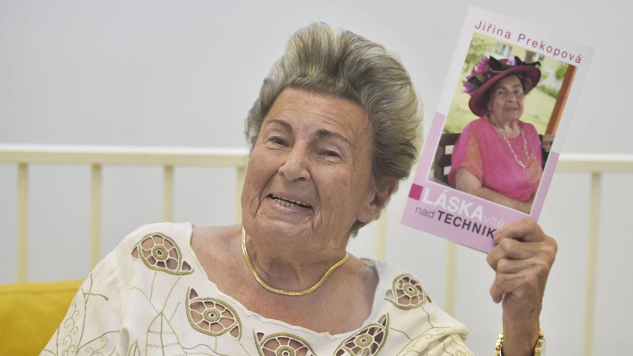 Křest knihy psycholožky Jiřiny Prekopové Láska vítězí nad technikou? a oslava jejích 90. narozenin
