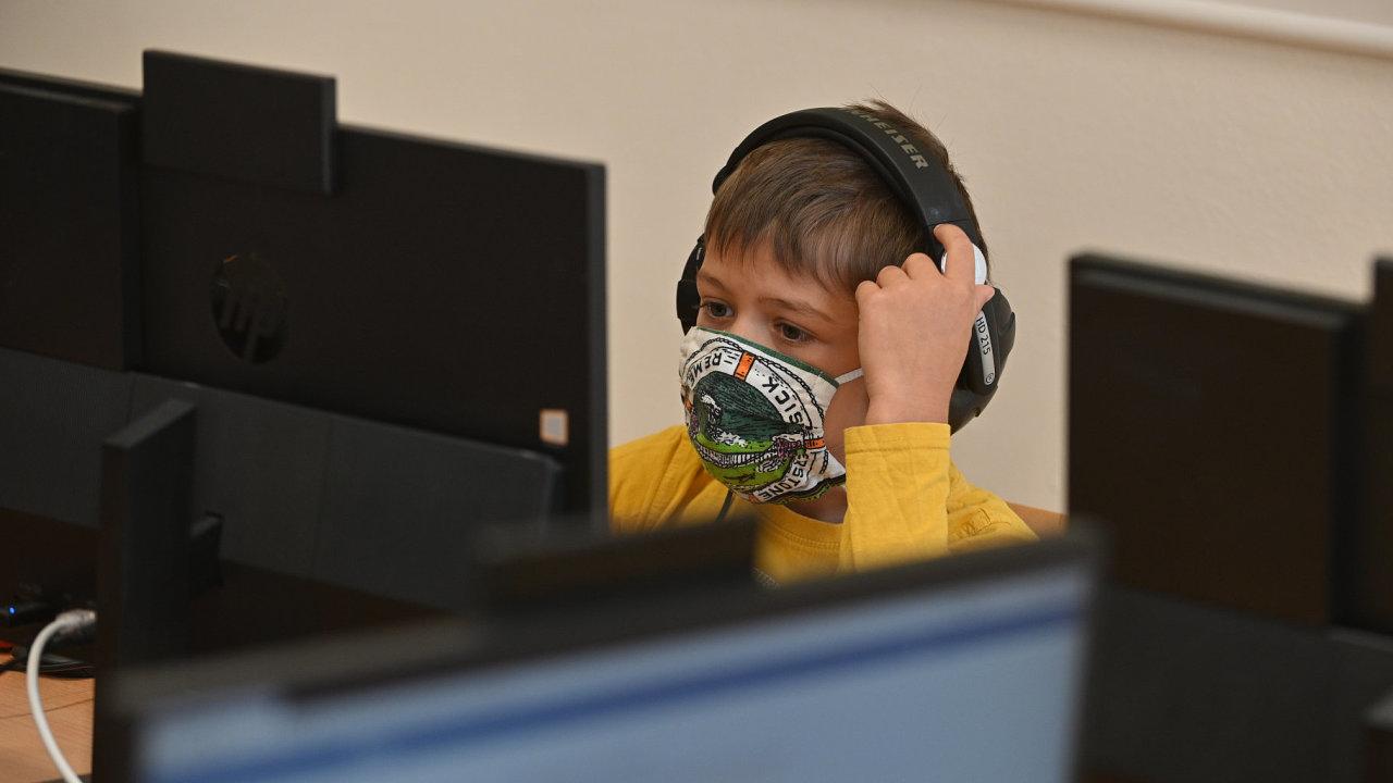 Děti, které zažívají kyberšikanu, se s tím téměř nikdy nesvěří rodičům.