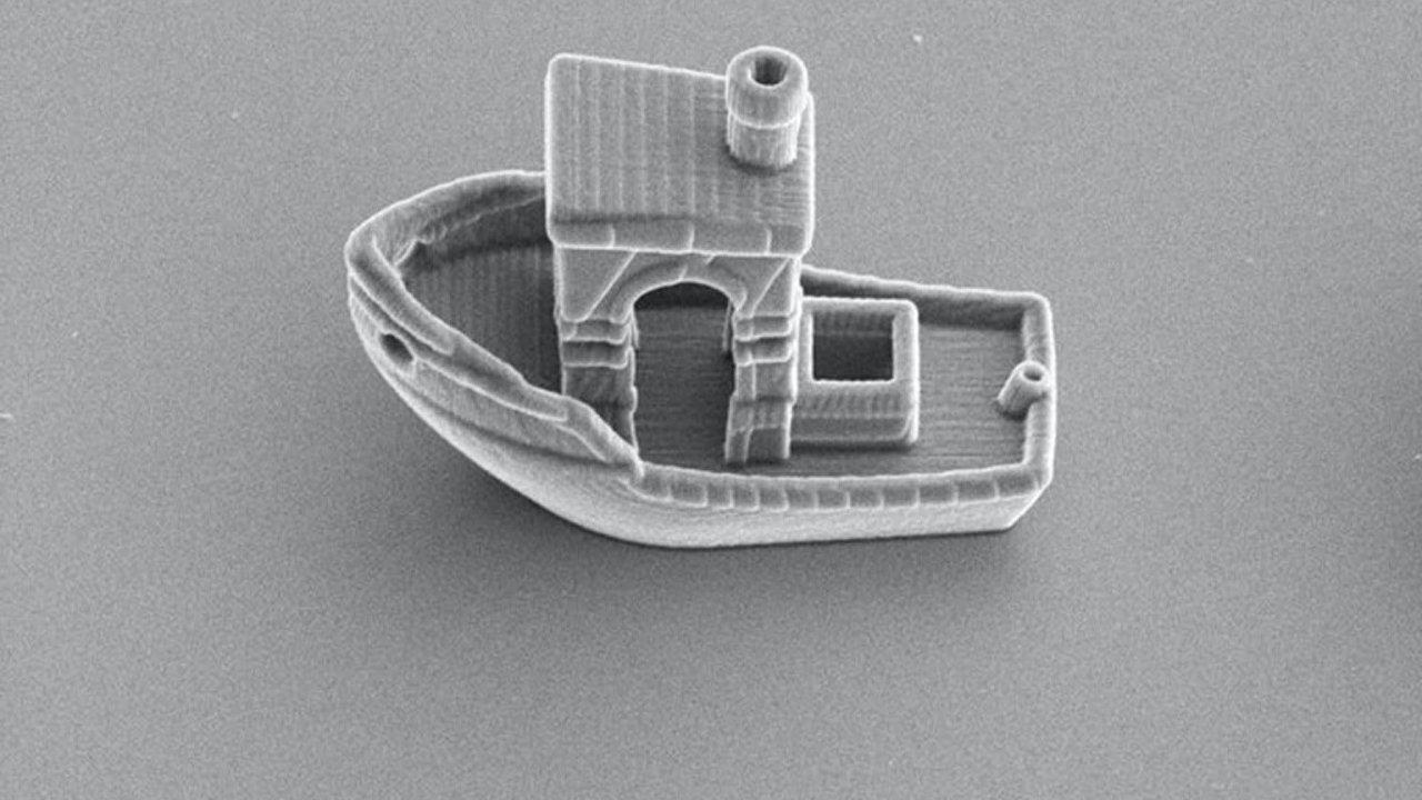 Tenčí než vlas. Loď vytvořená nizozemskými vědci je viditelná jen pod elektronovým mikroskopem.