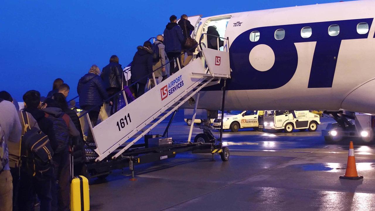 LOT vOstravě: Polské aerolinky létají zOstravy doPrahy adoVaršavy. Cestující zostravského letiště vozí jako jediné.