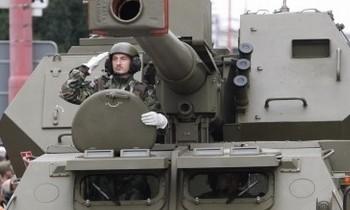 Slovenská armáda, voják v tanku.