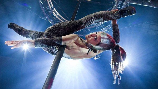 Bizarní a trochu i existenciální kabaret Cirkus Cirkör předvede vše, čím se honosí nový cirkus, třeba visutou akrobacii