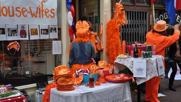 Koninginnedag (Královniny narozeniny) se slaví už více než šedesát let každým rokem 30.dubna. (Po abdikaci Beatrix letosniho 30.dubna to bude Koningdag - Královy narozeniny a budou se slavit 27. dubna