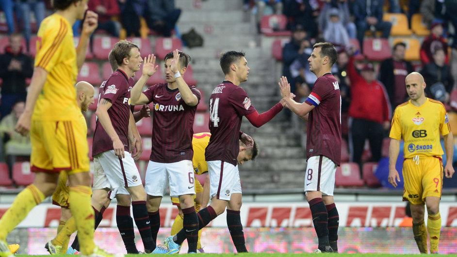 Fotbalisté Sparty po gólu proti Dukle vědí, že titul je stejně pryč.