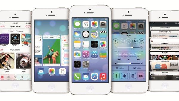 Oficiální snímek iOS 7 na iPhone 5