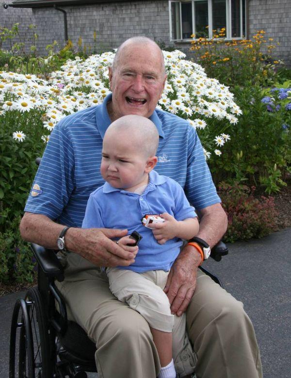 Bývalý prezident George H. W. Bush s chlapcem trpícím leukémií