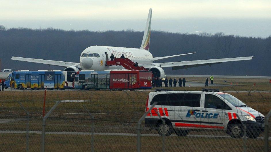 Unesené etiopské letadlo přistálo v Ženevě.